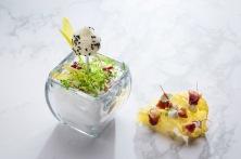 Marshmallow parmigiano, limone e sesamo - Chips di riso allo zafferano, speck di anatra e panna acida